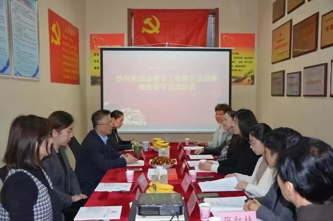 淄博市总商会女企业家商会执行会长杨兰一行到山东省民企千亿国际qy886座谈交流